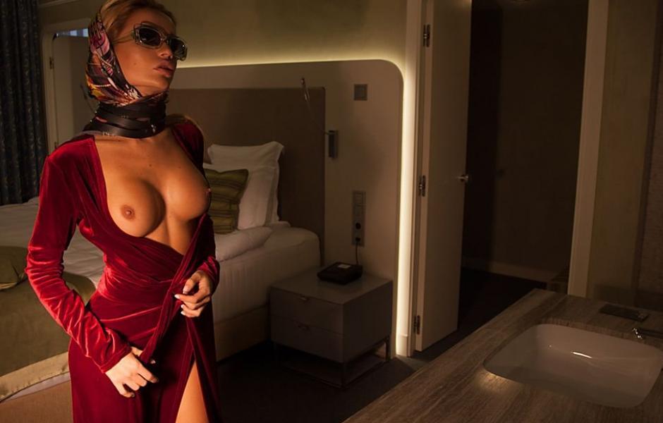 Ekaterina Zueva Nude Sexy Photos 17