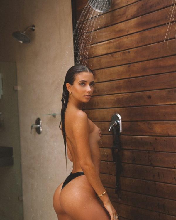 Elisha Herbert Nude Sexy Photos 104
