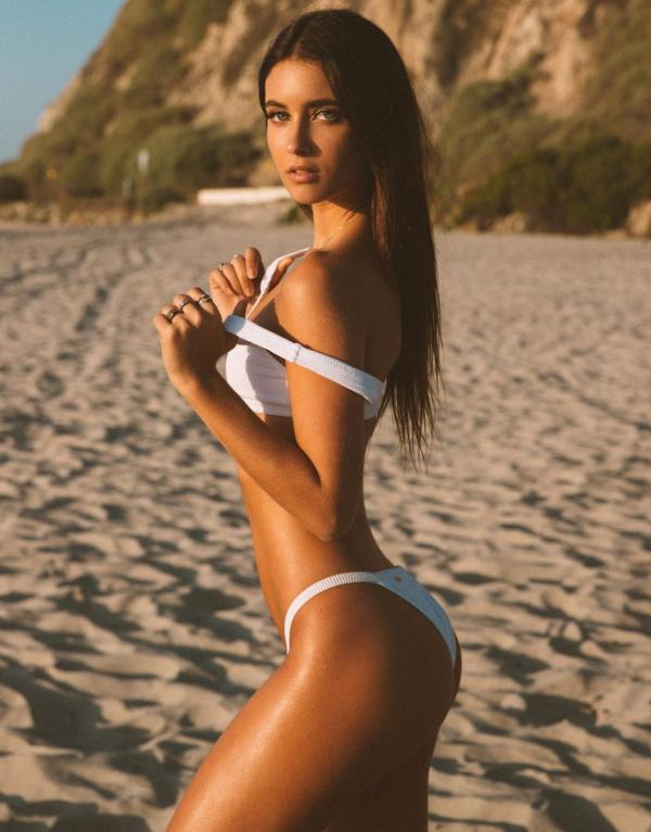 Elisha Herbert Nude Sexy Photos 40
