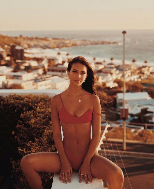 Elisha Herbert Nude Sexy Photos 48