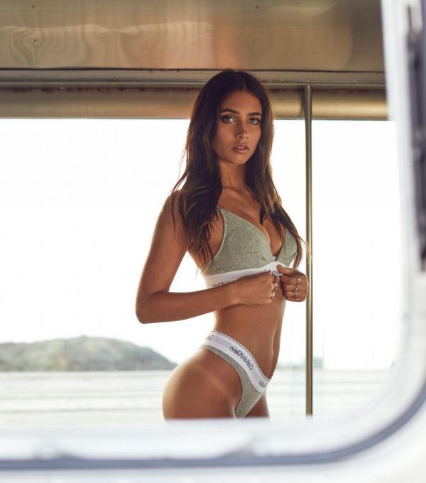 Elisha Herbert Nude Sexy Photos 65