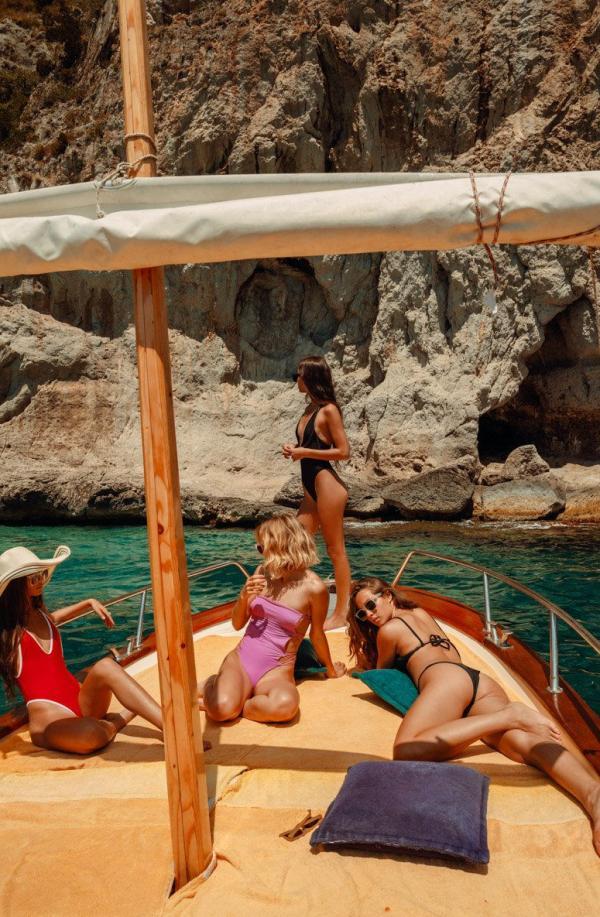 Elisha Herbert Nude Sexy Photos 93