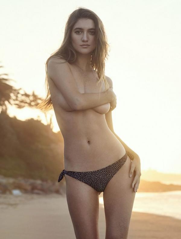 Elizabeth Elam Sexy Topless Pics 11