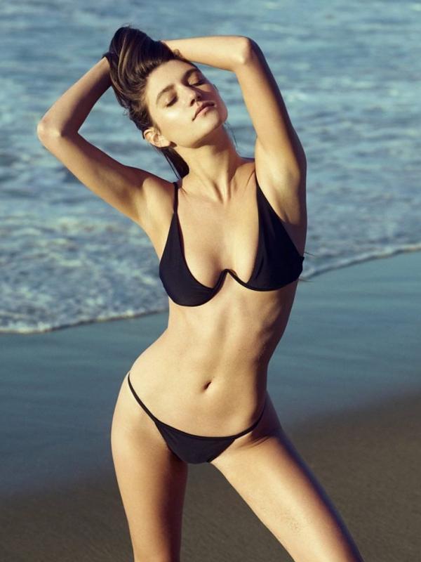 Elizabeth Elam Sexy Topless Pics 9