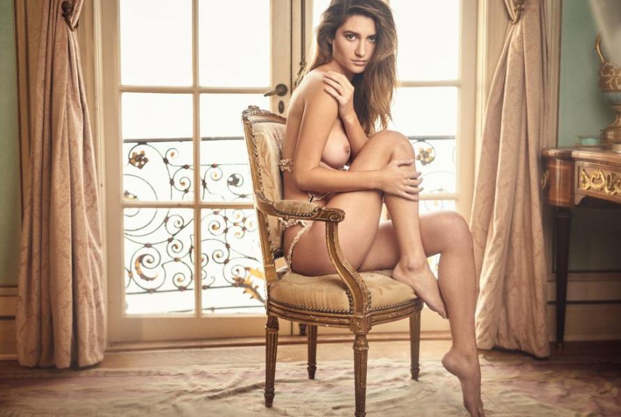 Elizabeth Elam Topless
