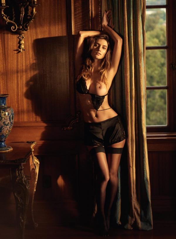 Elizabeth Elam Topless Sexy Photos 8