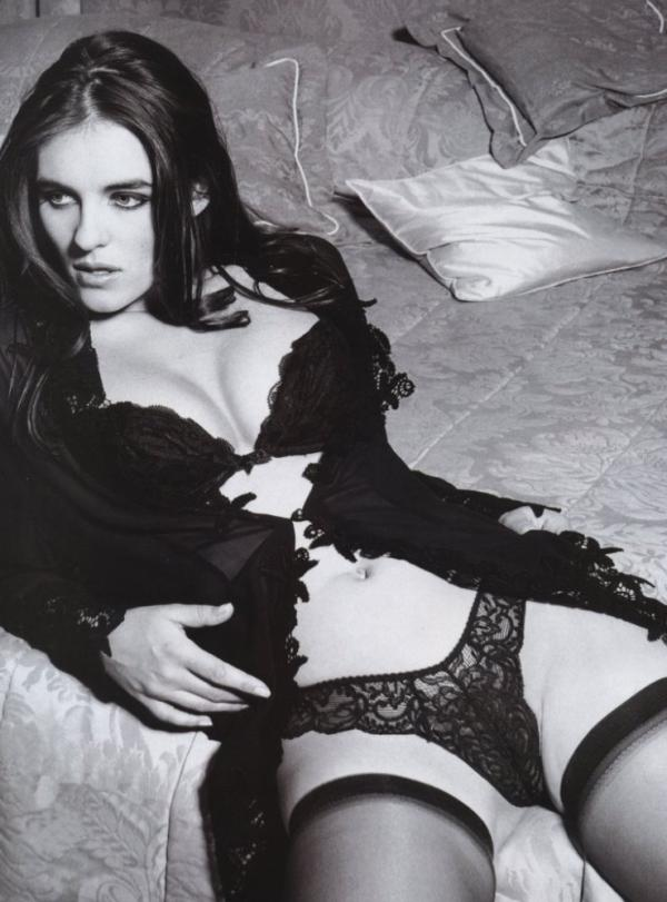Elizabeth Hurley Naked Photos 5