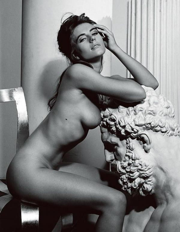 Elizabeth Hurley Naked Photos 6
