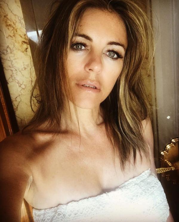 Elizabeth Hurley Sexy Topless Photos 19