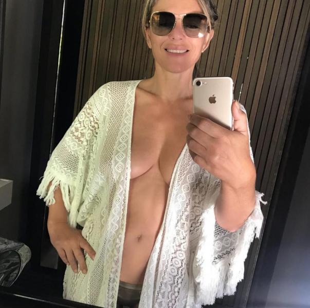 Elizabeth Hurley Sexy Topless Photos 30