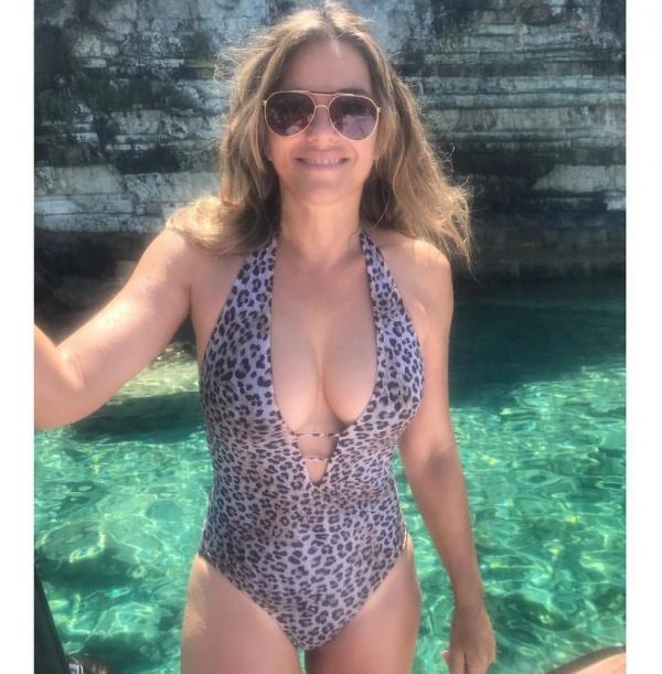 Elizabeth Hurley Sexy Topless Photos 31