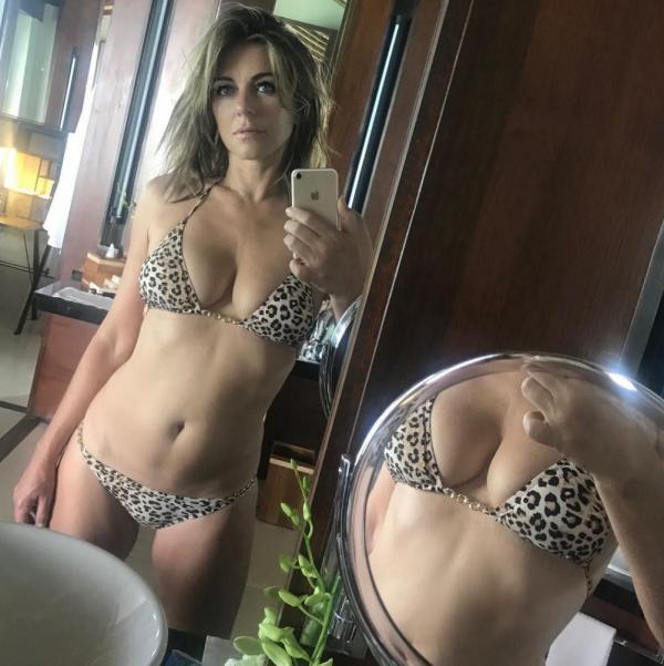 Elizabeth Hurley Sexy Topless Photos 42