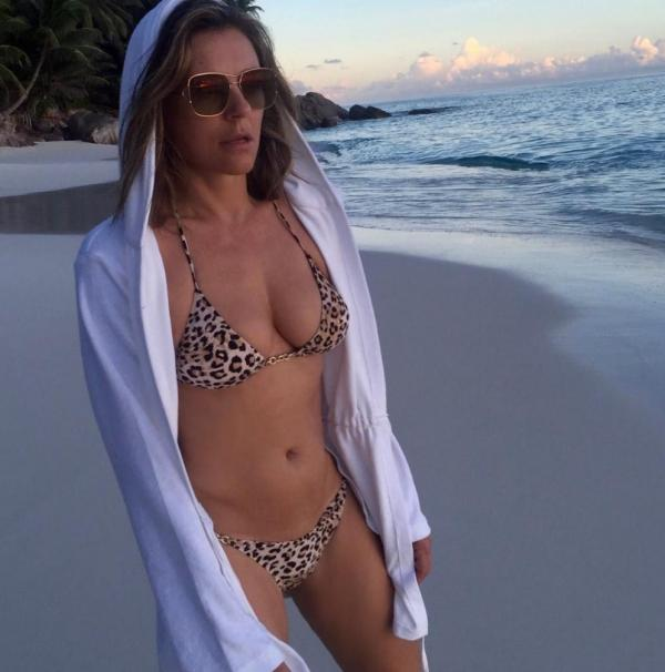 Elizabeth Hurley Sexy Topless Photos 56