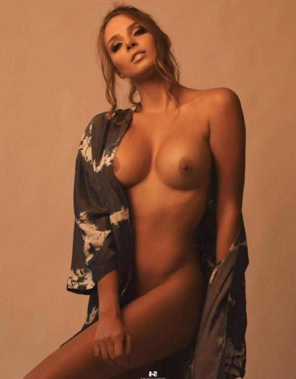 Elizabeth Loaiza Naked