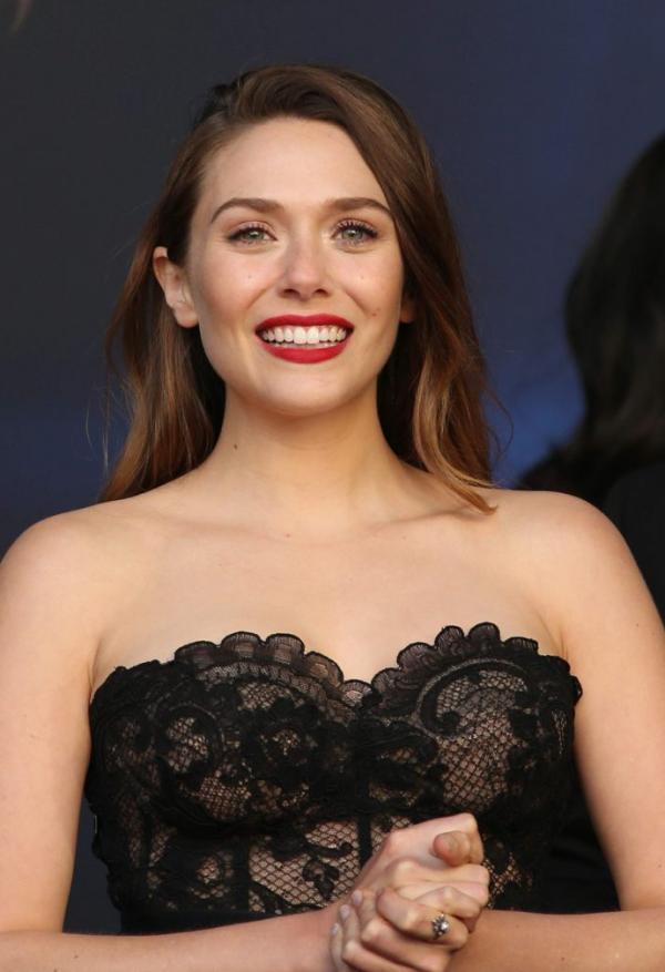 Elizabeth Olsen Sexy Photos 33