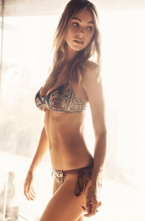 Elizabeth Turner Nude Sexy Photos 12