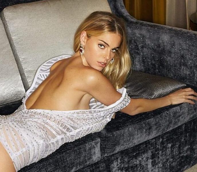 Elizabeth Turner Nude Sexy Photos 13