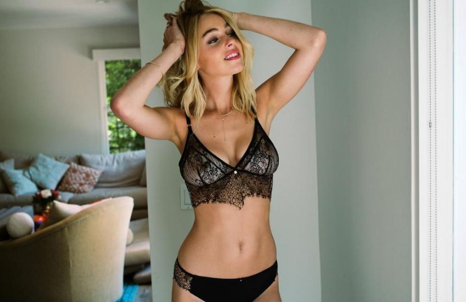 Elizabeth Turner Nude Sexy Photos 17