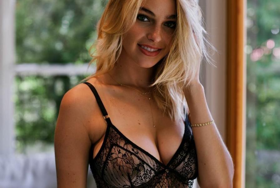 Elizabeth Turner Nude Sexy Photos 26