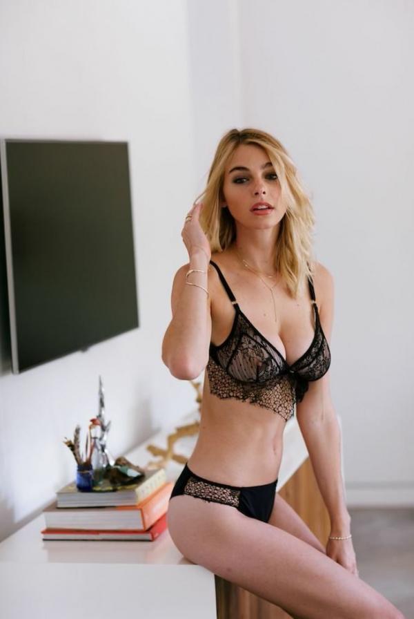 Elizabeth Turner Nude Sexy Photos 28