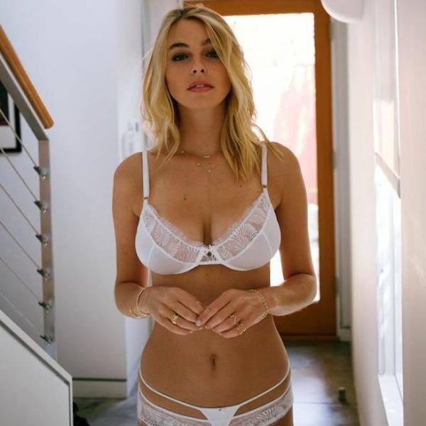 Elizabeth Turner Nude Sexy Photos 38