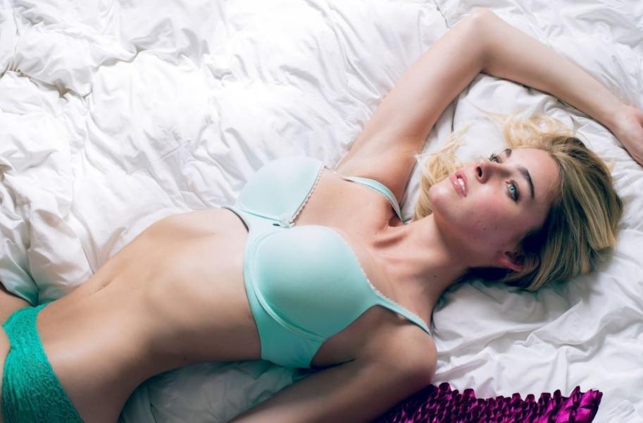 Elizabeth Turner Nude Sexy Photos 56