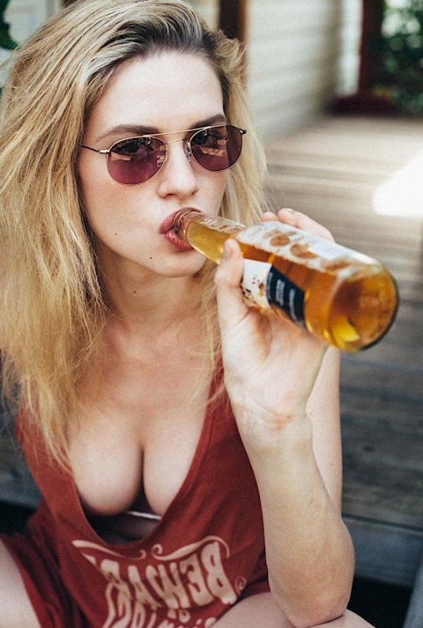 Elle Brittain Sexy Topless Photos 11