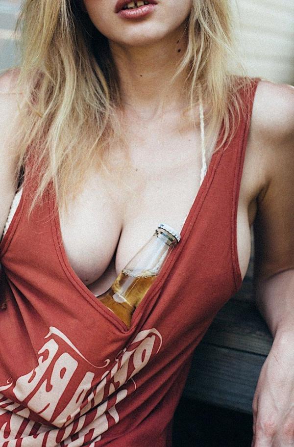 Elle Brittain Sexy Topless Photos 8