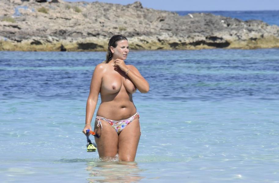 Fiona Falkiner Topless Photos 5