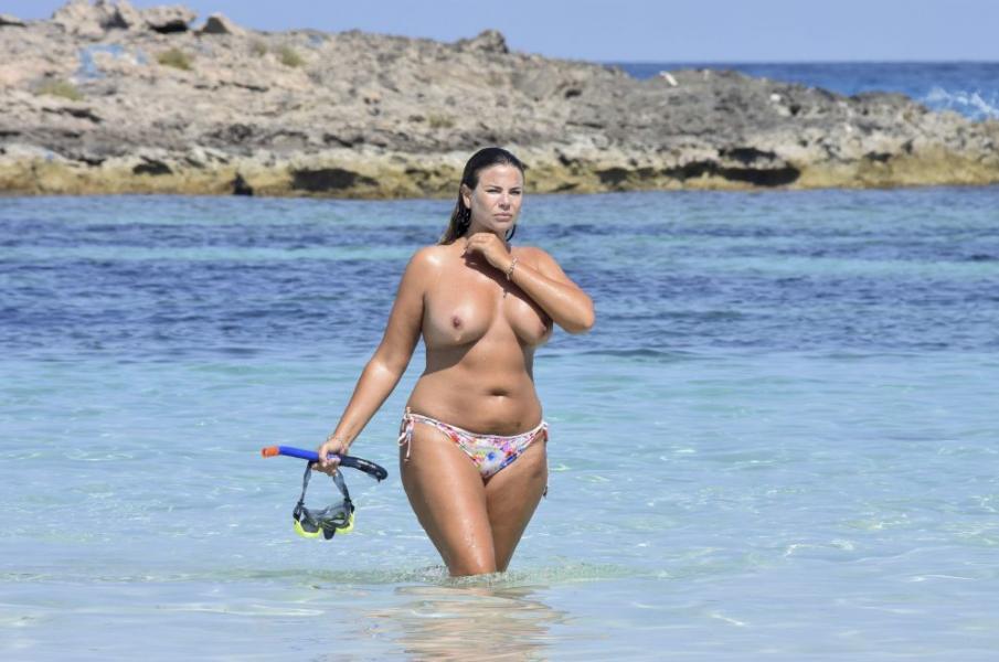 Fiona Falkiner Topless Photos 6