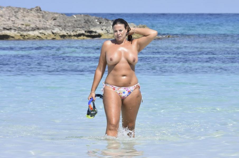 Fiona Falkiner Topless Photos 9