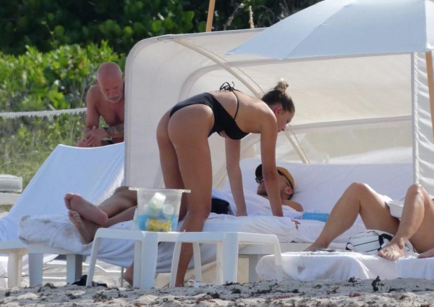 Francesca Aiello Nude Sexy Photos 49