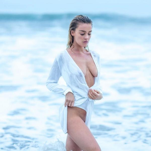 Ann Gibbs  nackt