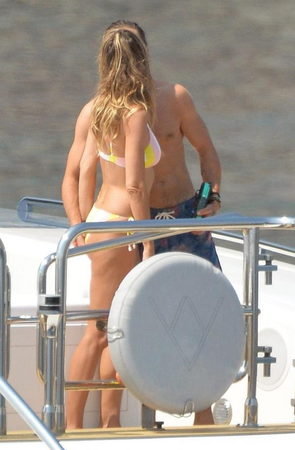Heidi Klum Sexy Topless Photos 21