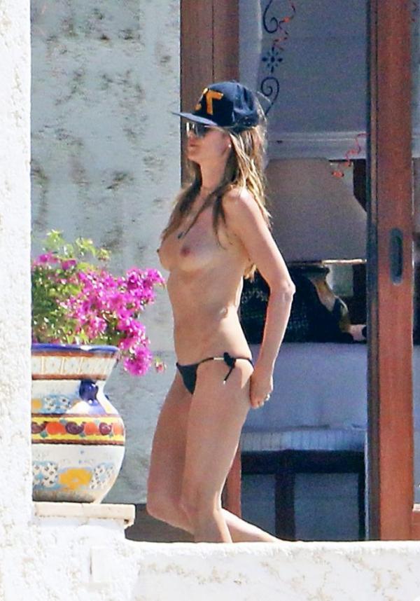 Heidi Klum Topless Photos 113