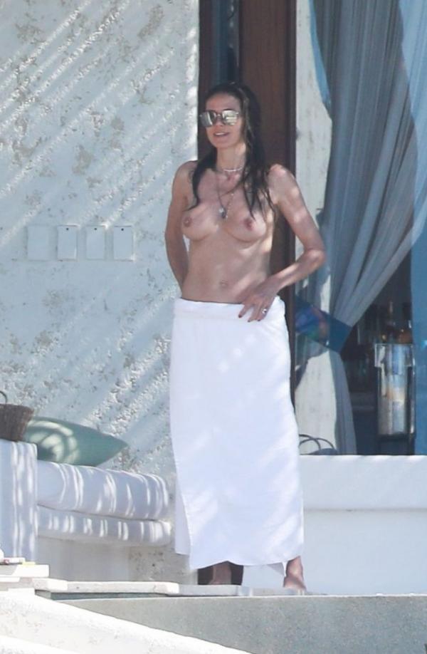 Heidi Klum Topless Photos 123