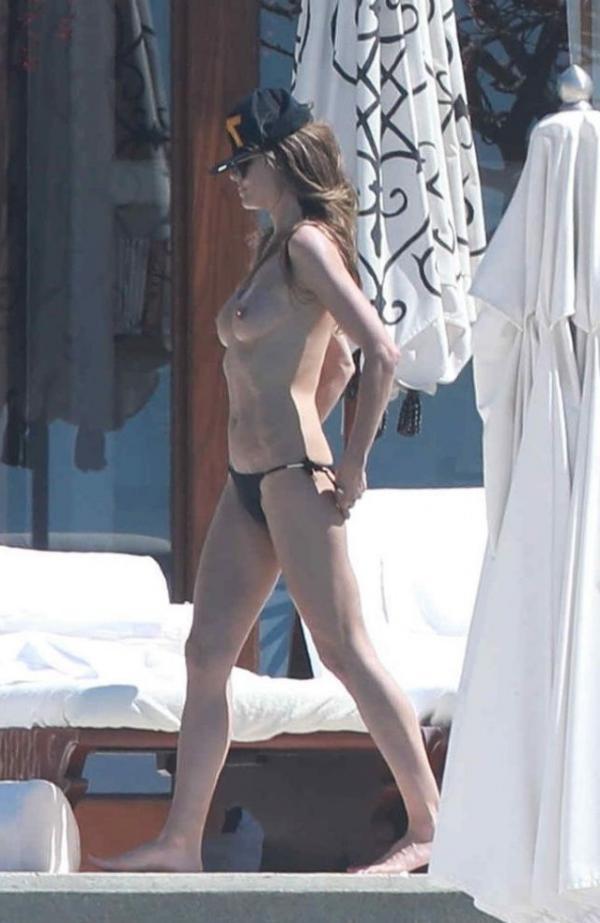 Heidi Klum Topless Photos 143