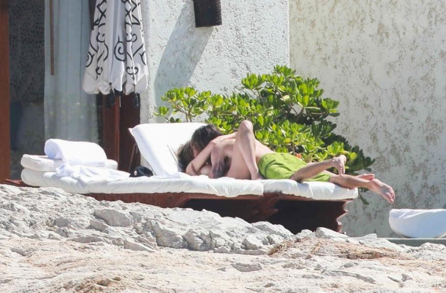 Heidi Klum Topless Photos 26
