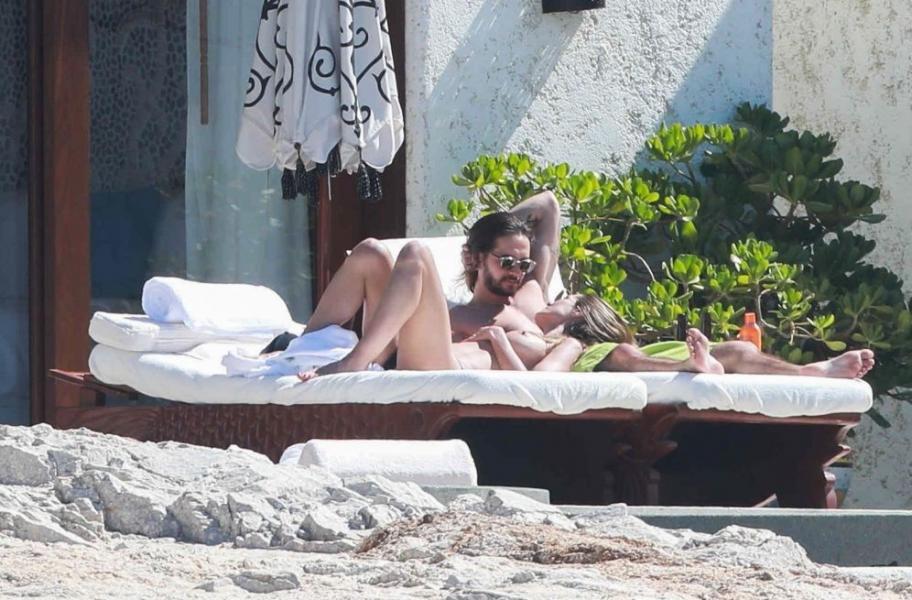 Heidi Klum Topless Photos 52