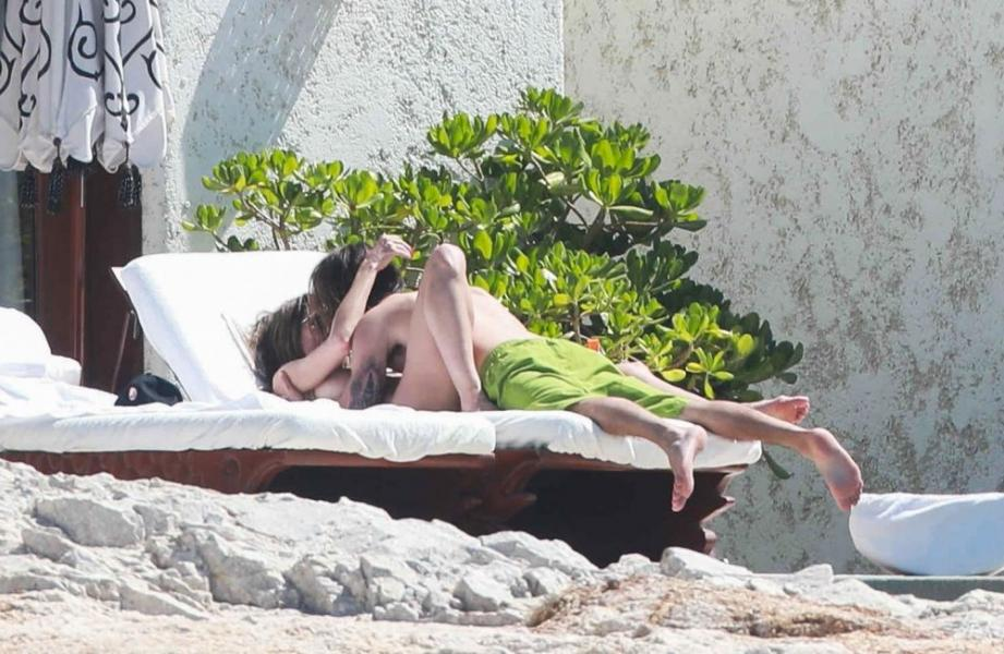 Heidi Klum Topless Photos 62