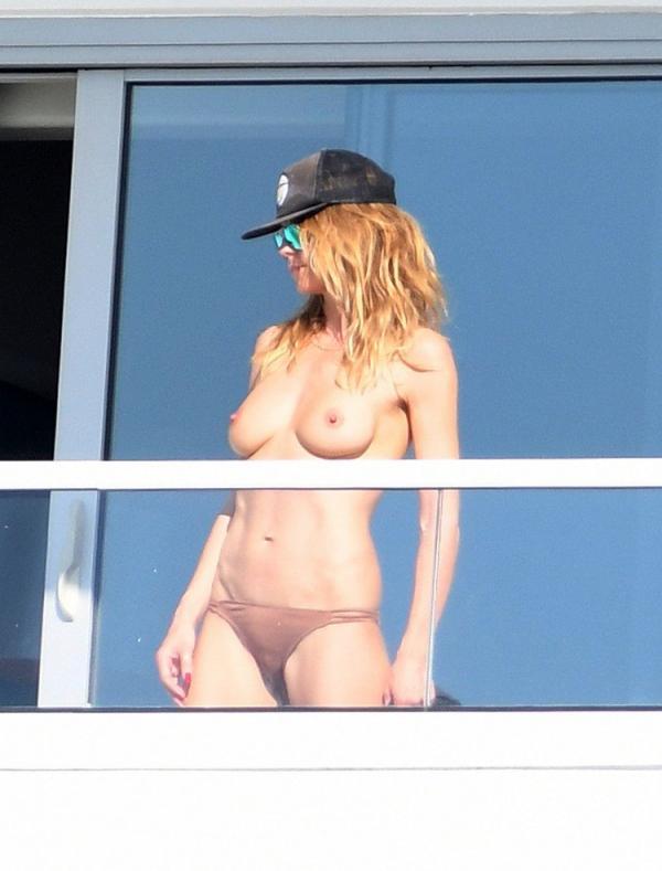 Heidi Klum Topless Pics 16