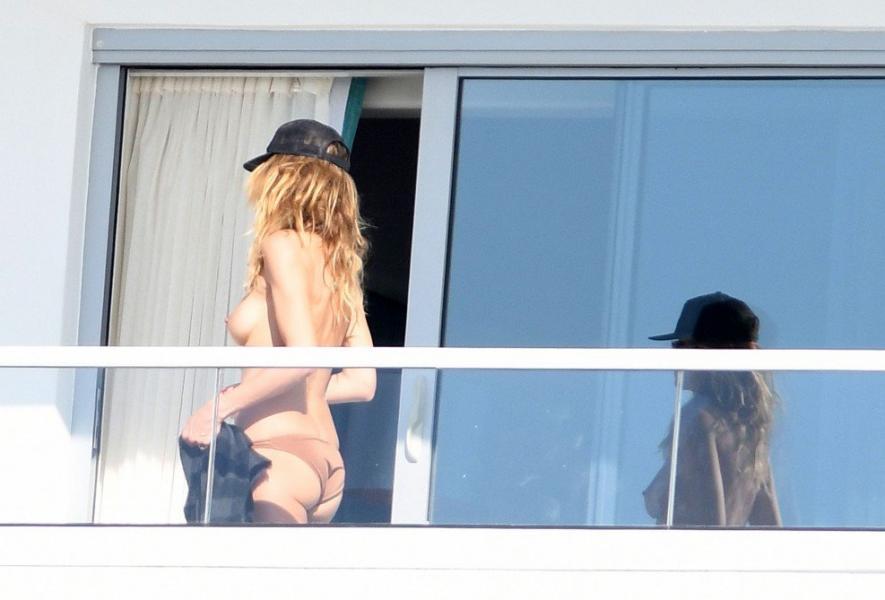 Heidi Klum Topless Pics 25