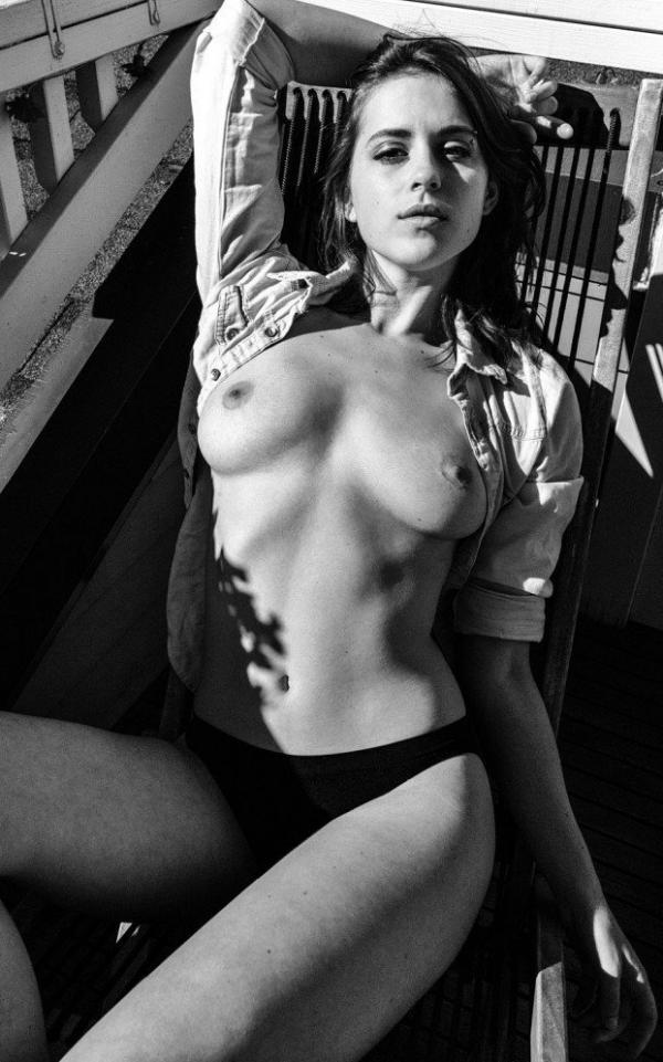 Helen Reilly Nude Sexy Photos 16