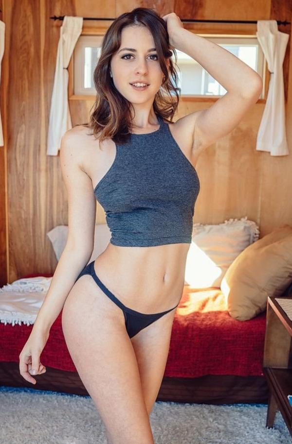 Helen Reilly Nude Sexy Photos 5
