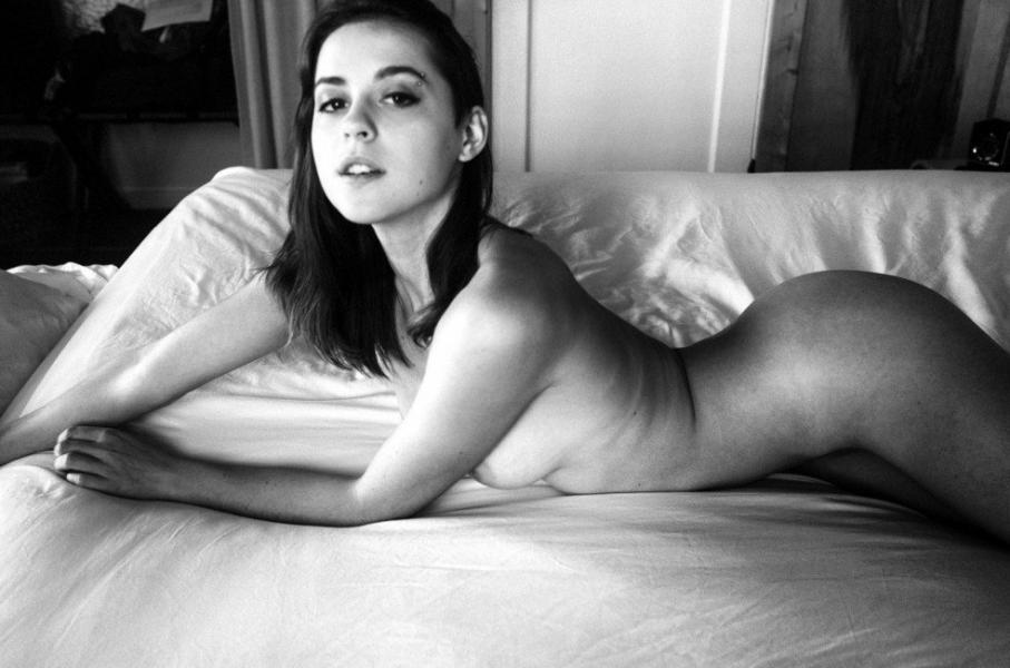 Helen Reilly Nude Sexy Photos 7