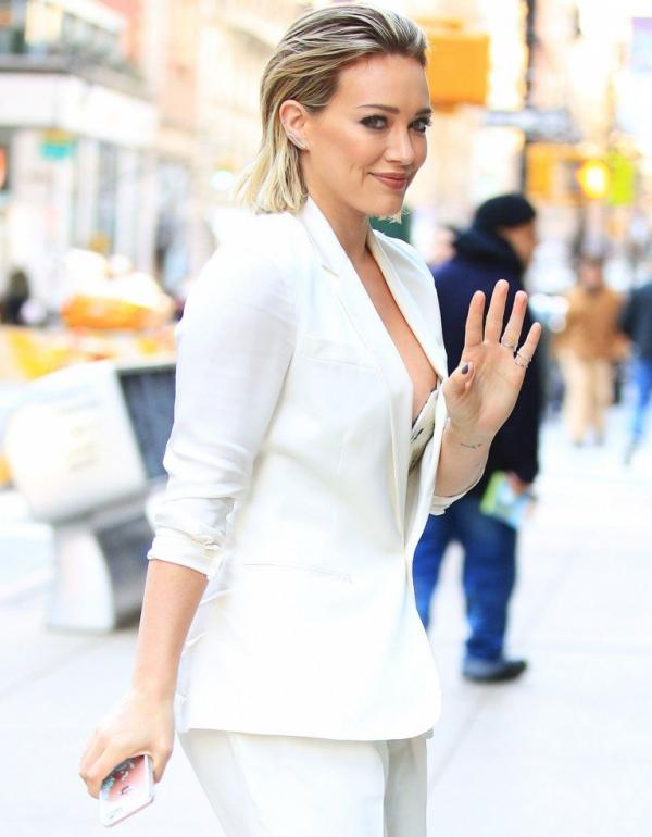 Hilary Duff Nipple Slip Photos 10