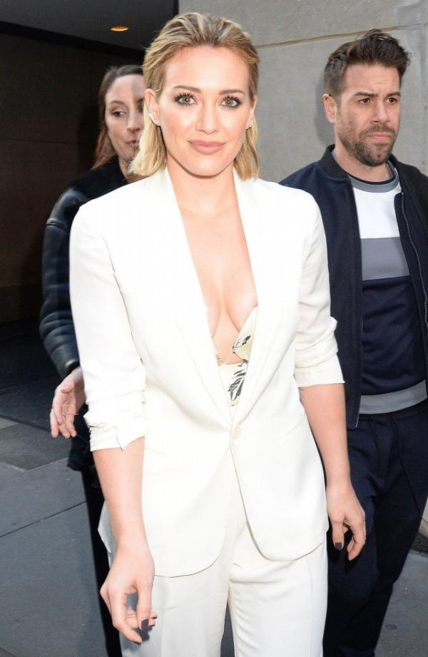 Hilary Duff Nipple Slip Photos 100