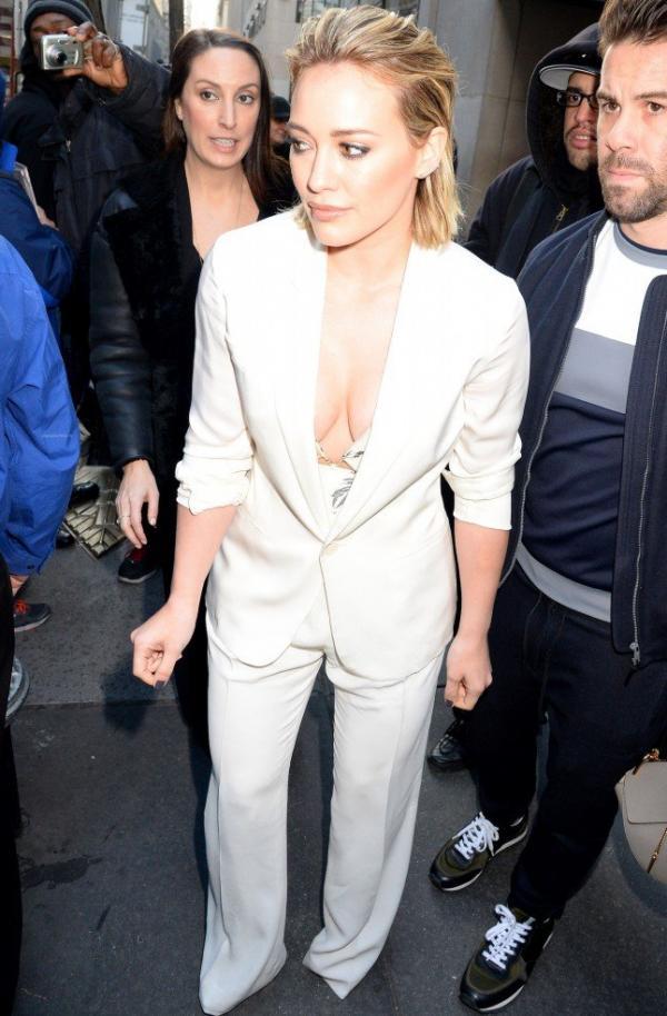 Hilary Duff Nipple Slip Photos 101