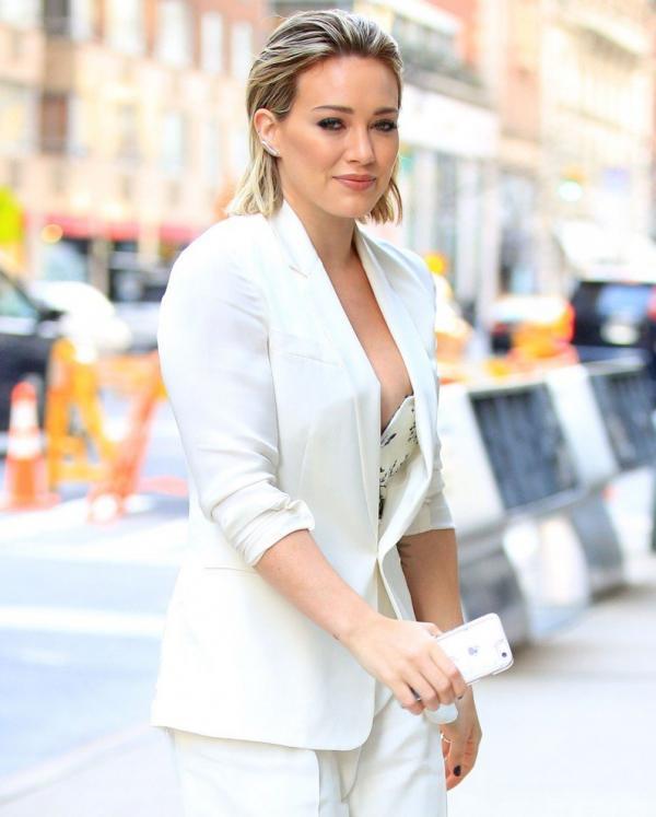 Hilary Duff Nipple Slip Photos 11