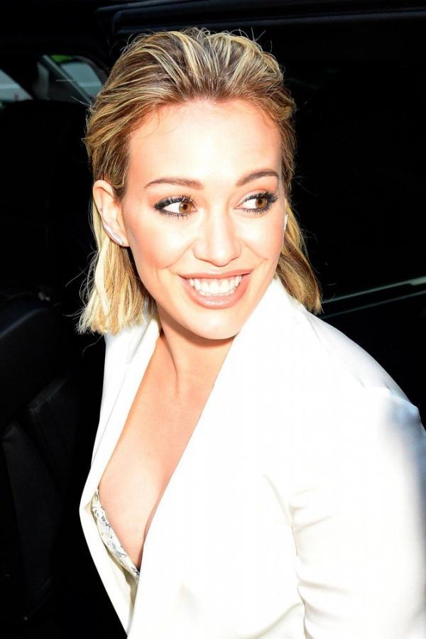 Hilary Duff Nipple Slip Photos 110